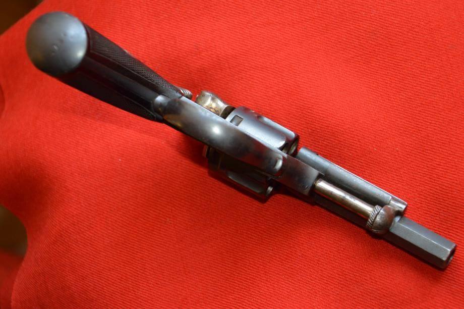 Revolver 1874 civil en calibre 320, fabrication Chamelot et Delvigne, vue de dessous