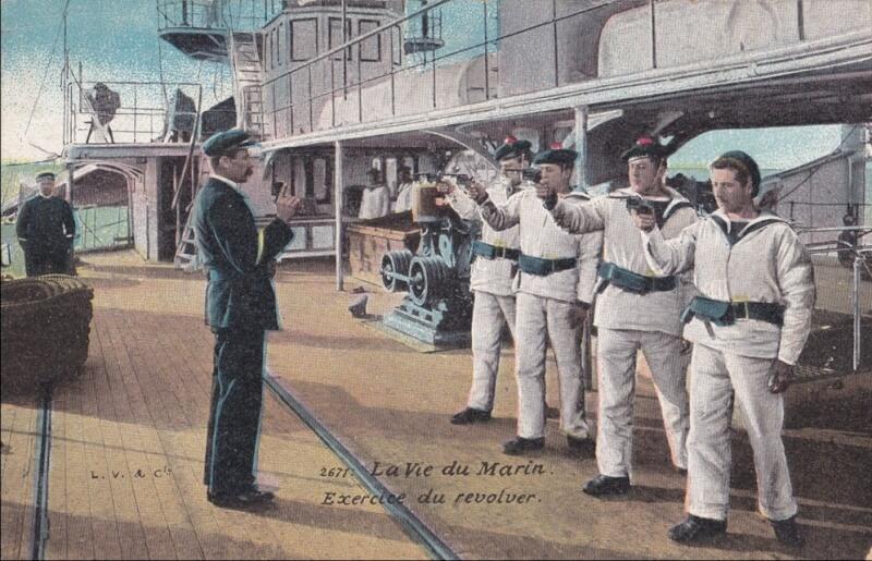 Exercice de revolver à bord d'un cuirassé, probablement le  Dupuys de Lomme, carte postale Marine militaire française