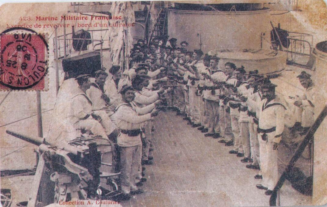 Exercice de revolver à bord d'un cuirassé, carte postale Marine militaire française