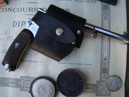 Revolver 1892 et etui ouvert civil