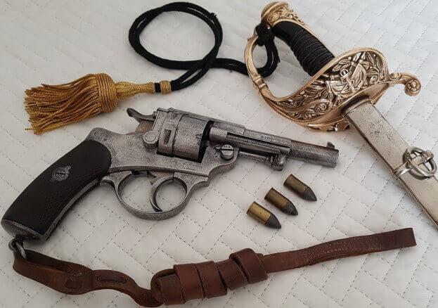 Revolver modèle 1873 et sabre d'officier d'infanterie de marine