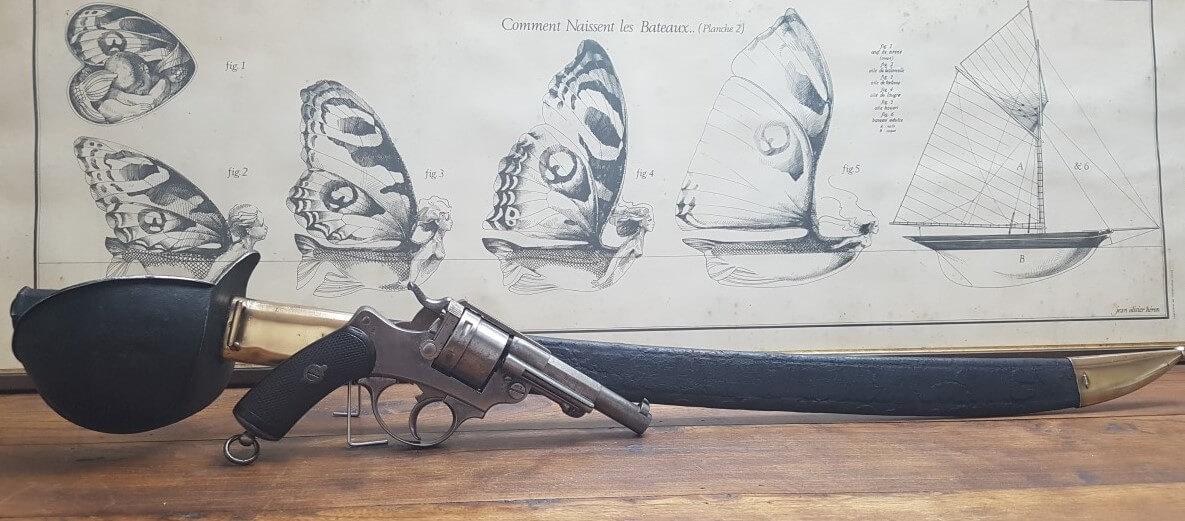 Revolver modèle 1873 de marine et sabre de bord modèle 1833