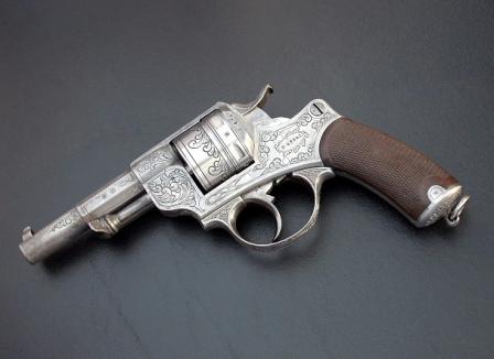 Revolver 1873 gravé de décors floreaux