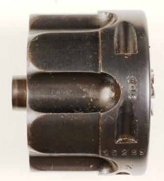 E courroné de la Manufacture d'Armes de Saint Etienne sur le barillet du revolver 1874
