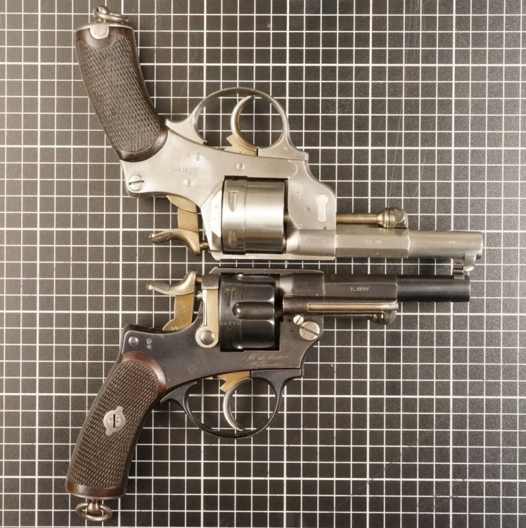 Comparaison entre les revolvers modèles 1873 et 1874