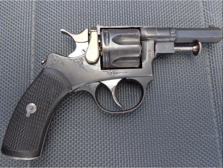 Revolver 1889/90 calibre 320, coté gauche
