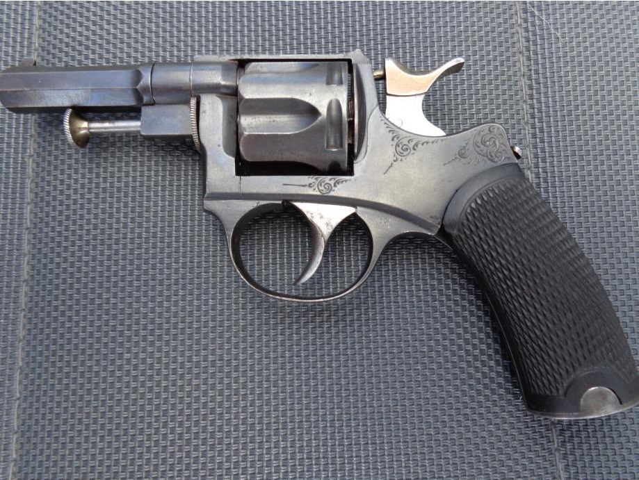 Revolver 1889/90 calibre 320, coté droit