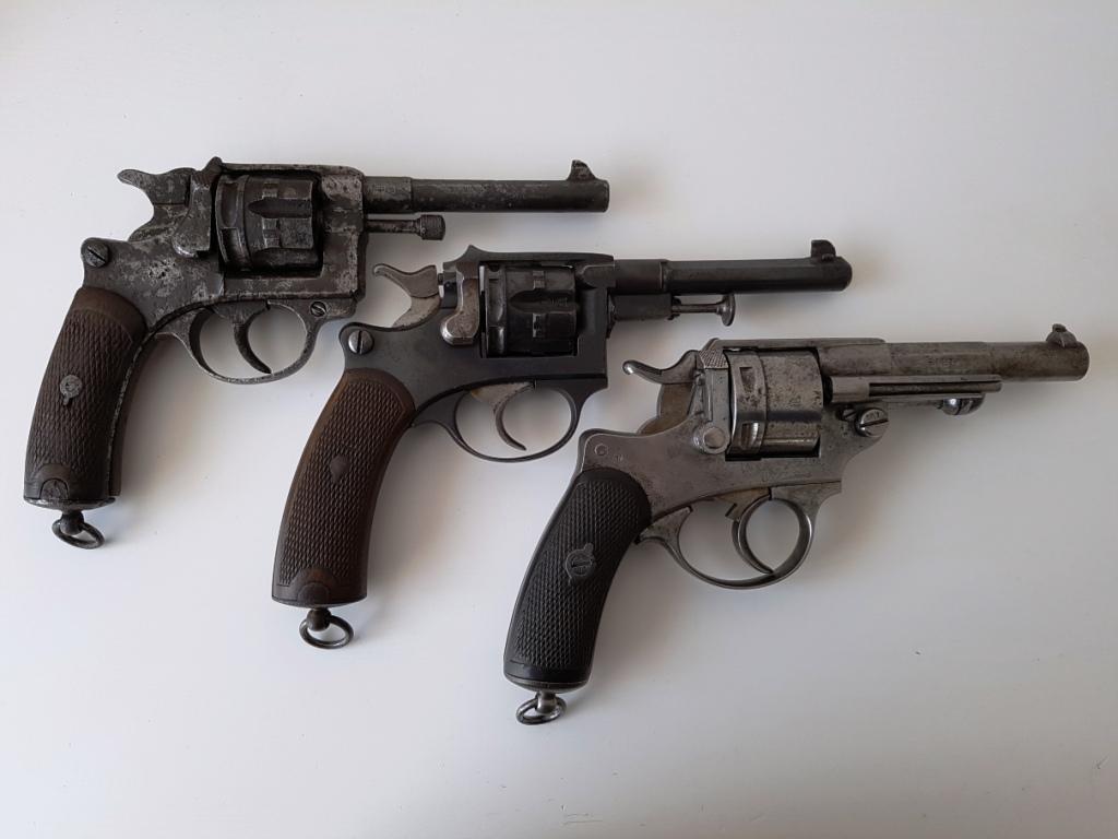 comparaison entre un revolver modèle 1873, un 1887 et un 1892