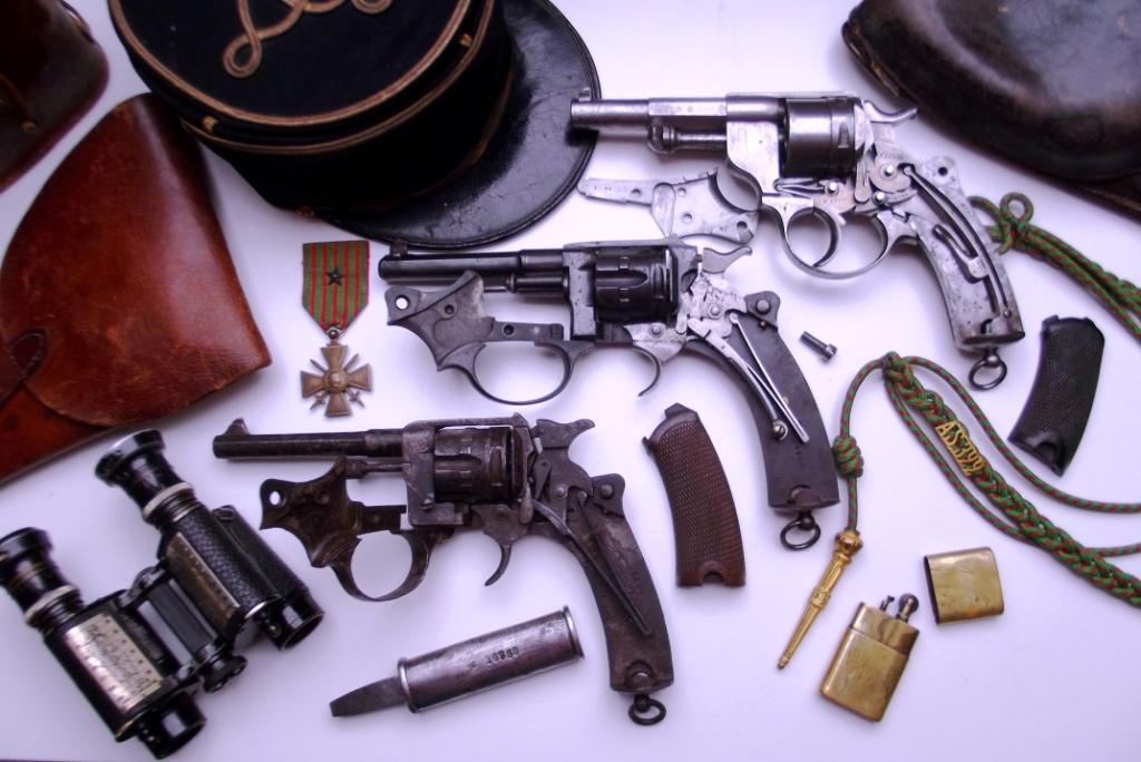 comparaison des mécanismes entre un revolver modèle 1873, un 1887 et un 1892
