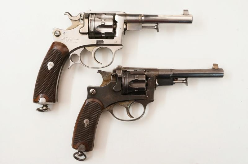 Comparaison revolver d'ordonnance modèle 1887 contrat militaire et fabrication civile