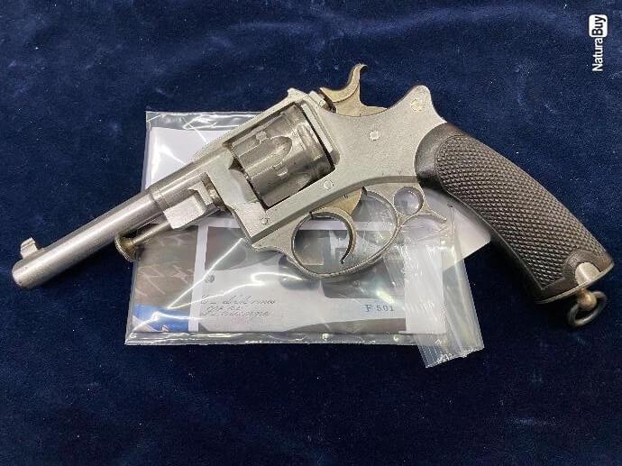 Revolver modèle 1887 militaire vu de gauche