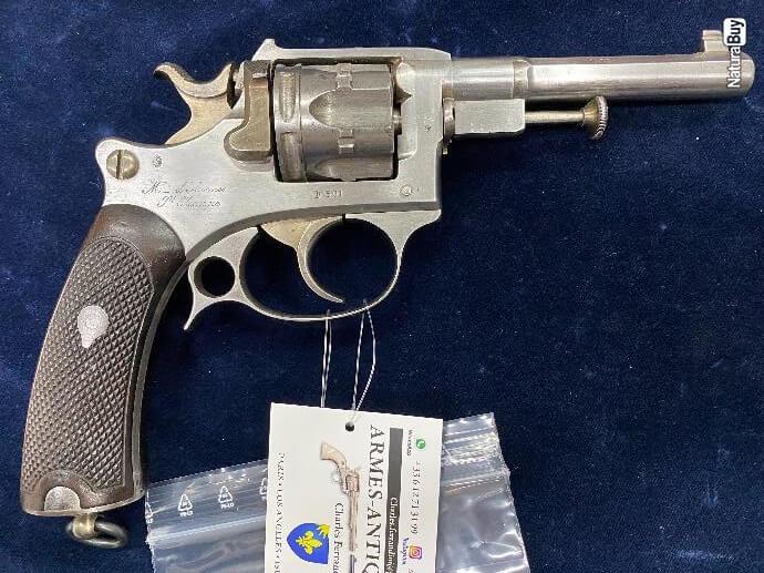 Revolver modèle 1887 militaire vu de droite