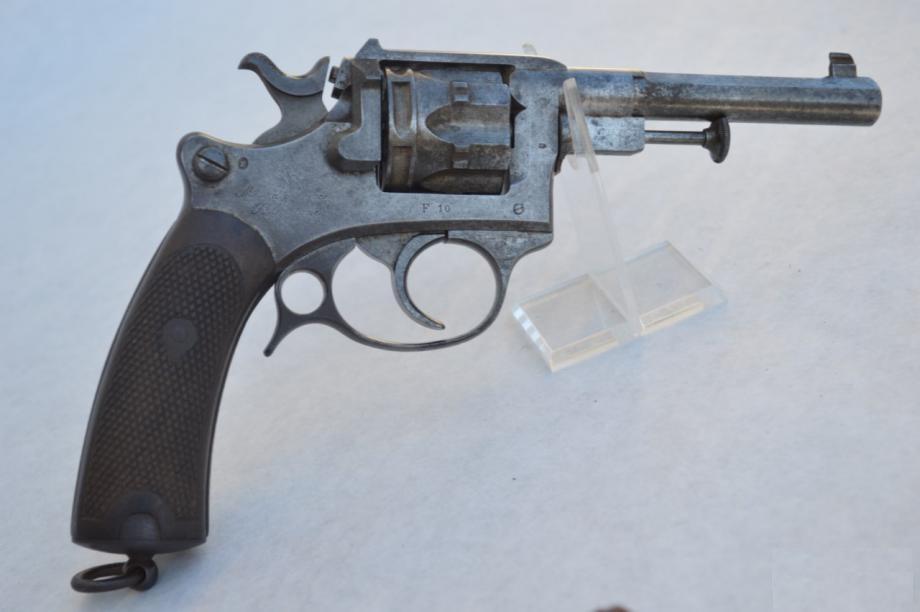 Revolver d'ordonnance modèle 1887 numéro de série F 10