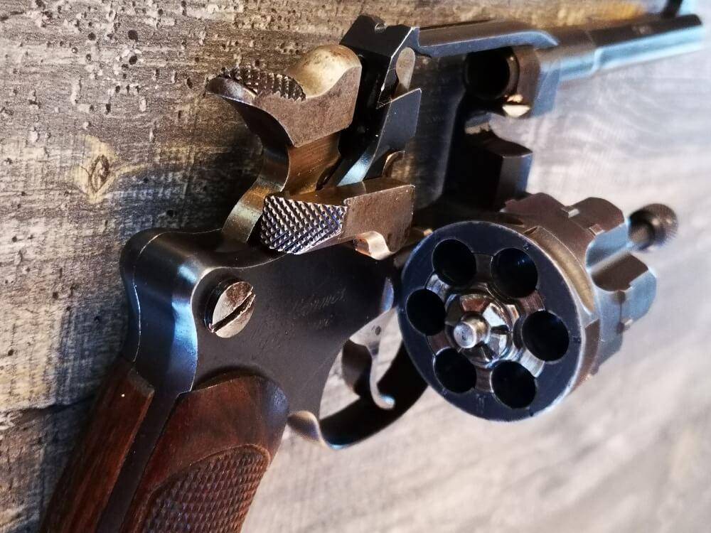 Revolver 1892 MAS Offert par le Ministère de la Guerre: barillet tombant
