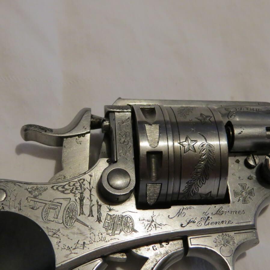 Revolver modèle 1873 gravé 1914 - 1918: gravure d'un canon de 75 Français