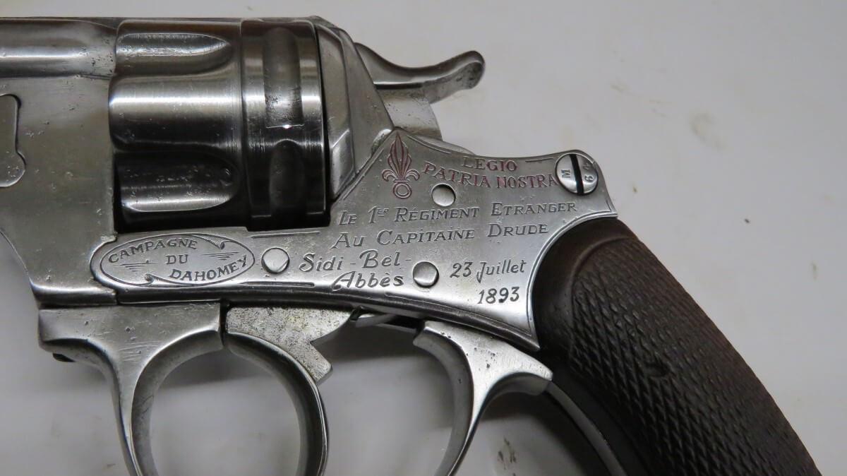Revolver modèle 1873-1874 gravé de la campagne du Dahomey et de l'Algérie (Légion) Capitaine Drude