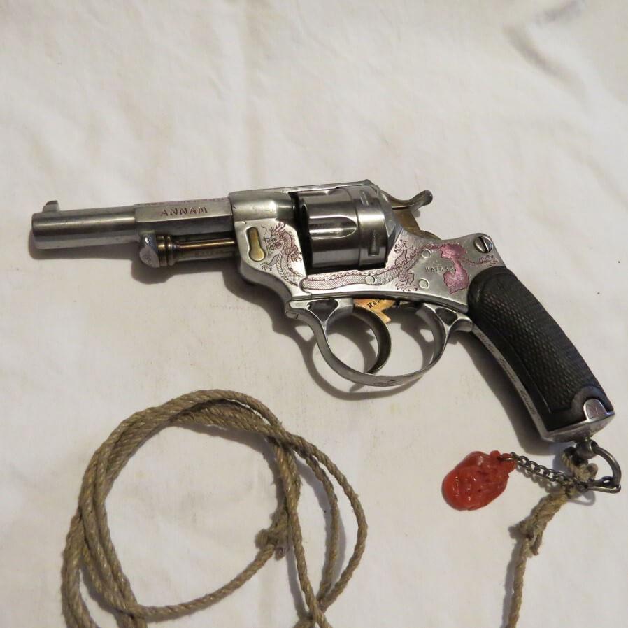 Revolver modèle 1873 gravé de dragons et Annam, Cochinchine, Cambodge, Tonkin, Laos et Mékong