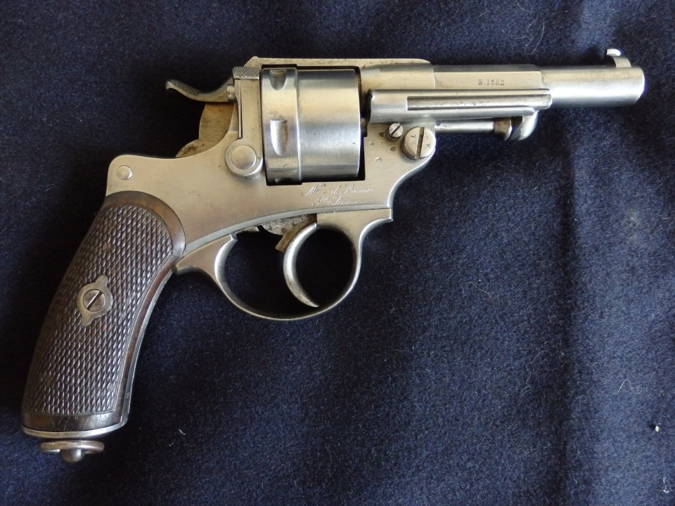 Revolver Mle 1873 avec absence de marquages, côté droit