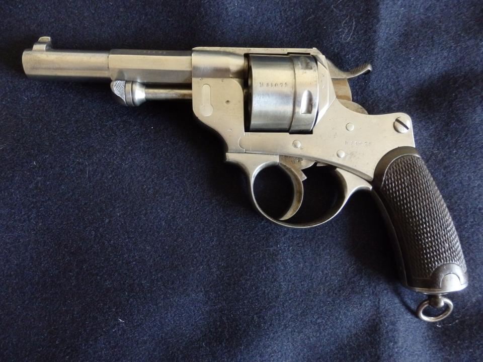 Revolver Mle 1873 avec absence de marquages, côté gauche