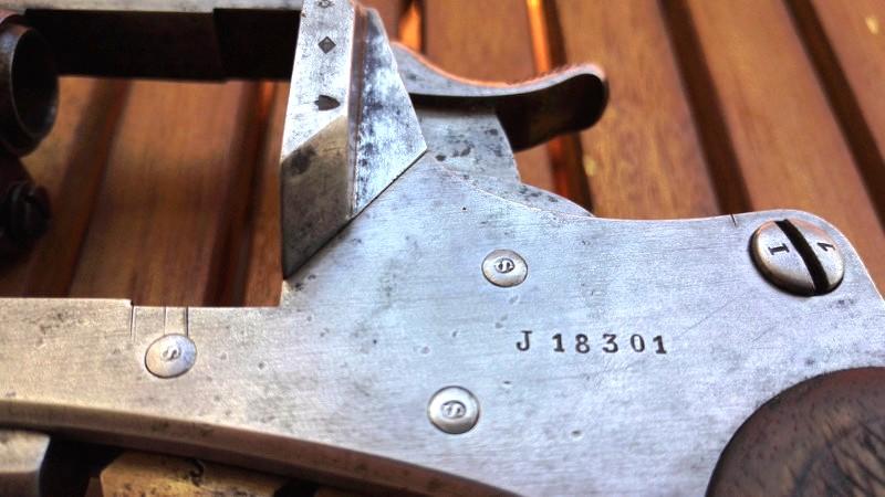 Revolver Mle 1873 avec poinçon sur les axes (changés)