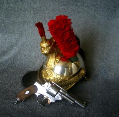 Revolver modèle 1873 et casque de cuirassier modèle 1874