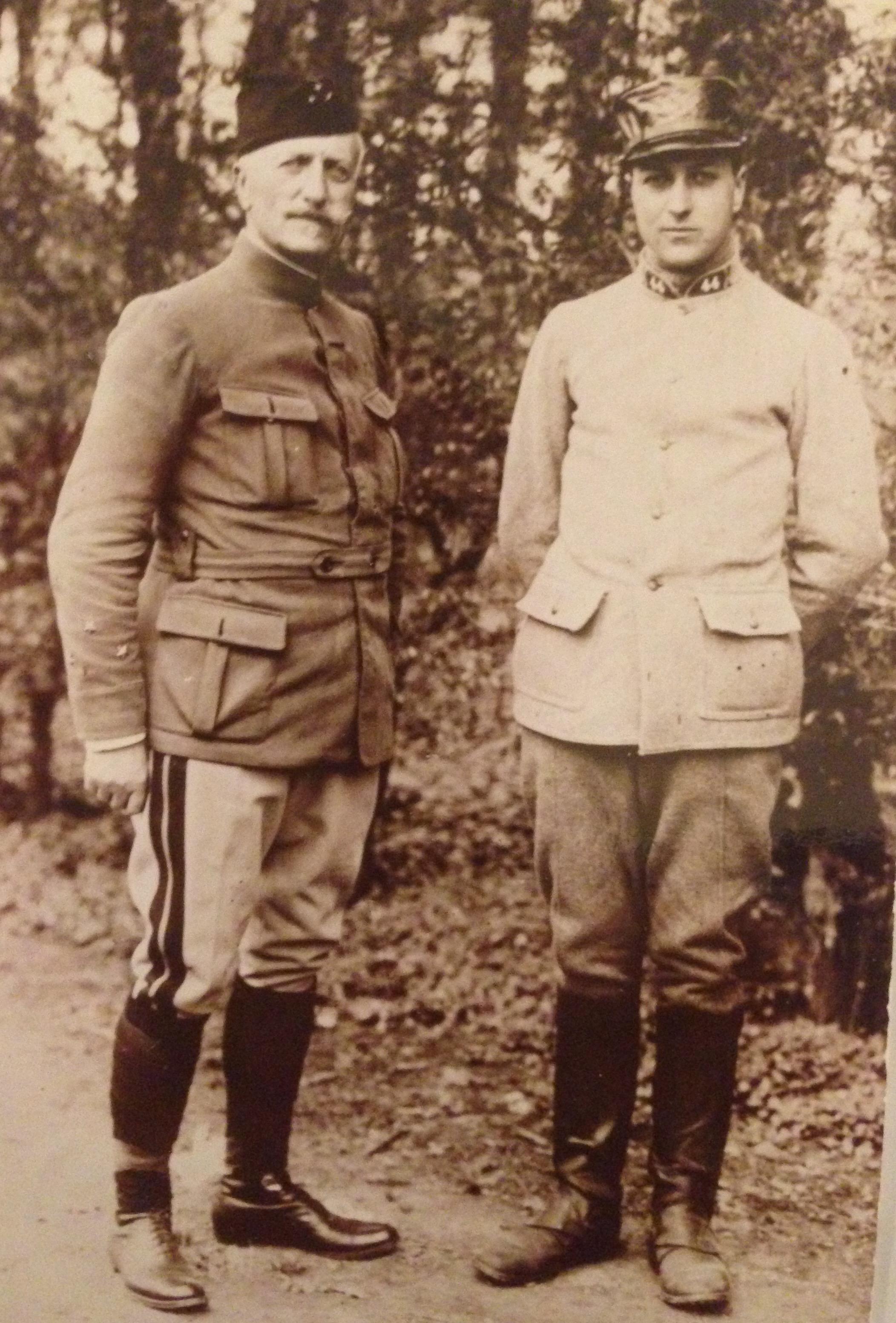 General Marie-Joseph Chatelain et son fils Pierre Chatelain