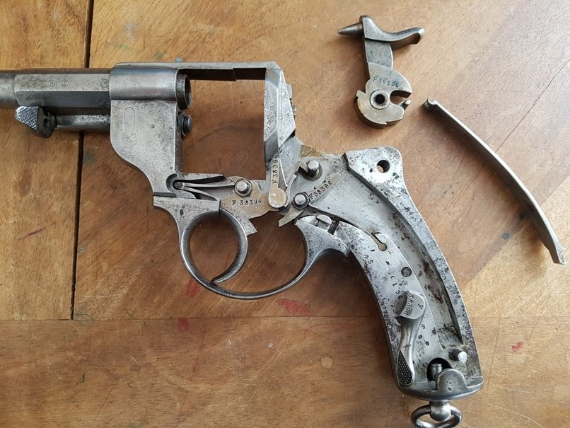 démontage revolver modèle 1873: Déposer le chien