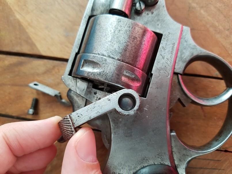 démontage revolver modèle 1873: Sortir la portière