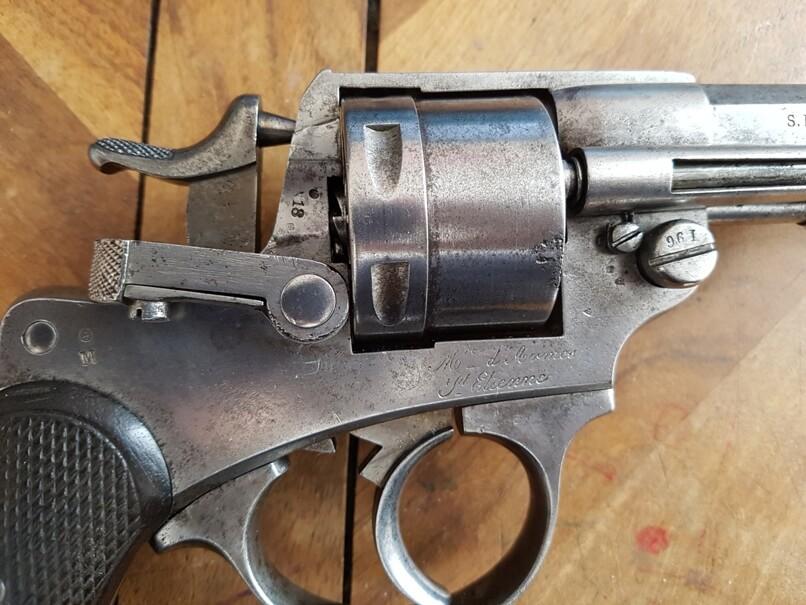 démontage revolver modèle 1873: Ouvrir la portière de chargement