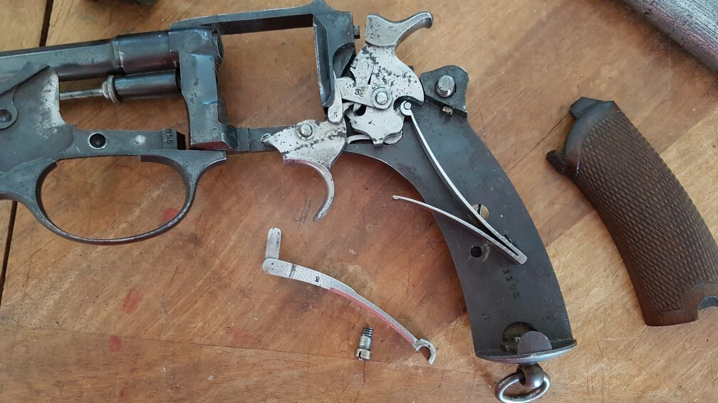 démontage Revolver modèle 1887: Récupérez le levier de rebondissement