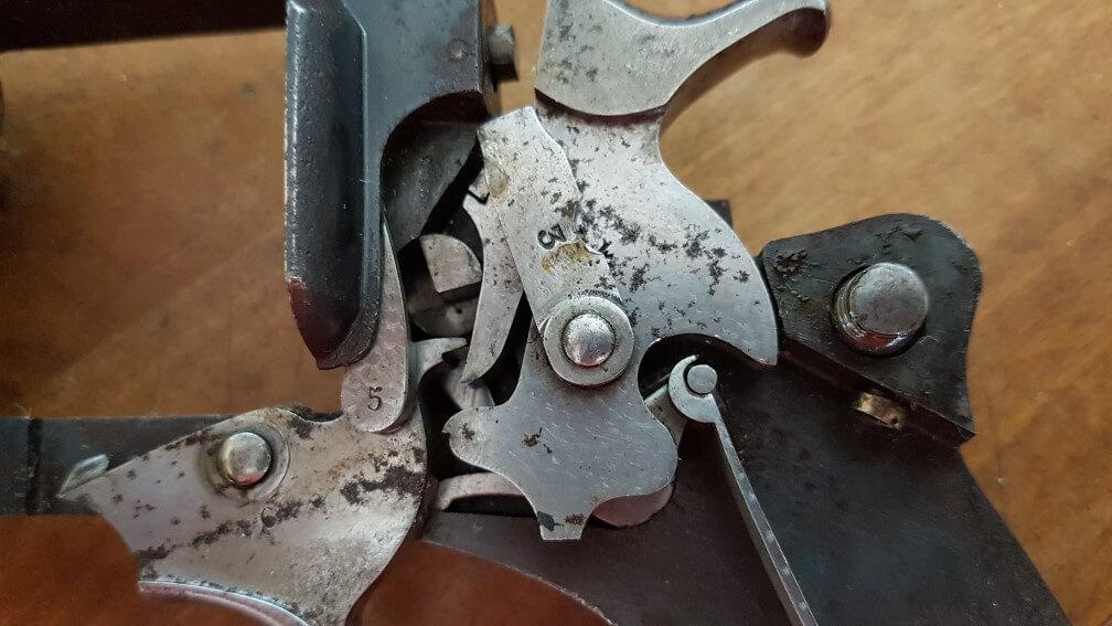 démontage Revolver modèle 1887: Faire pivoter le levier central vers le haut