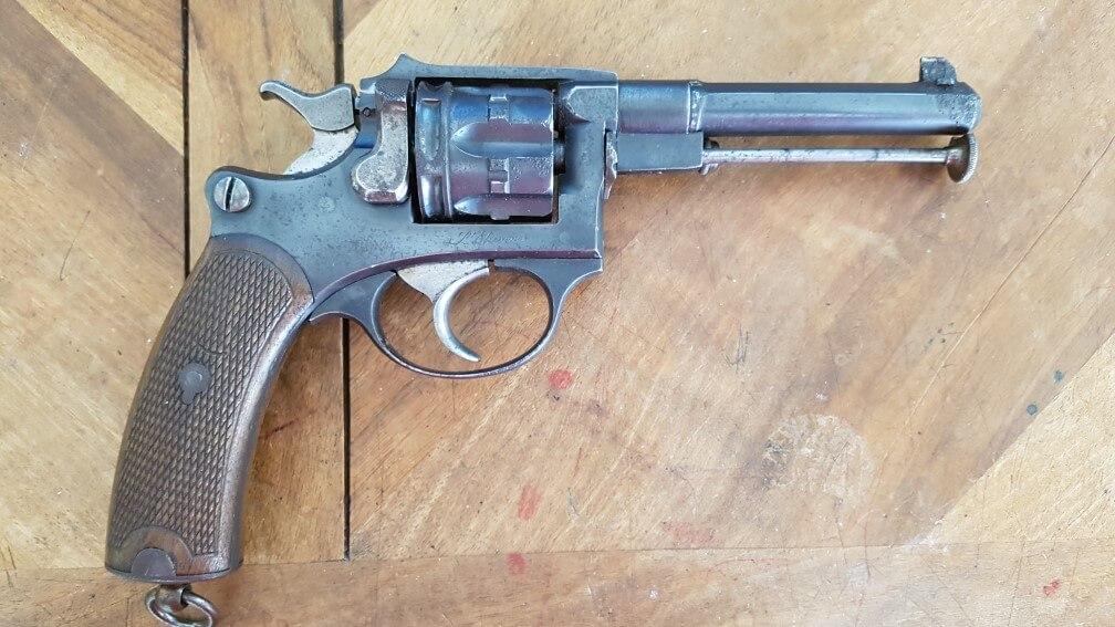 démontage Revolver modèle 1887: tirer la baguette vers l'avant