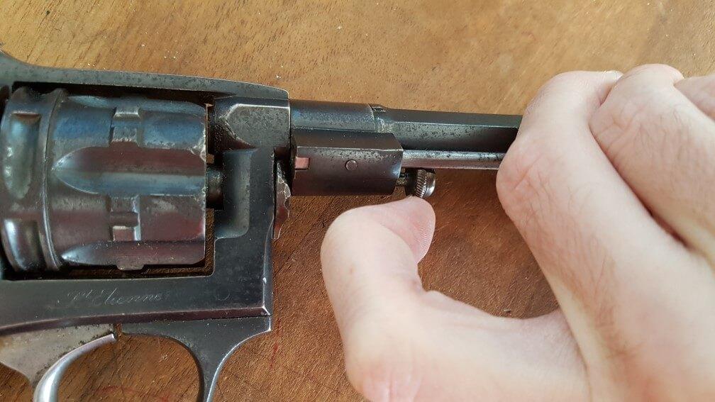 démontage Revolver modèle 1887: tirer le verrou vers l'avant