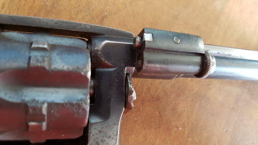 démontage Revolver modèle 1887: dégager l'axe de barillet