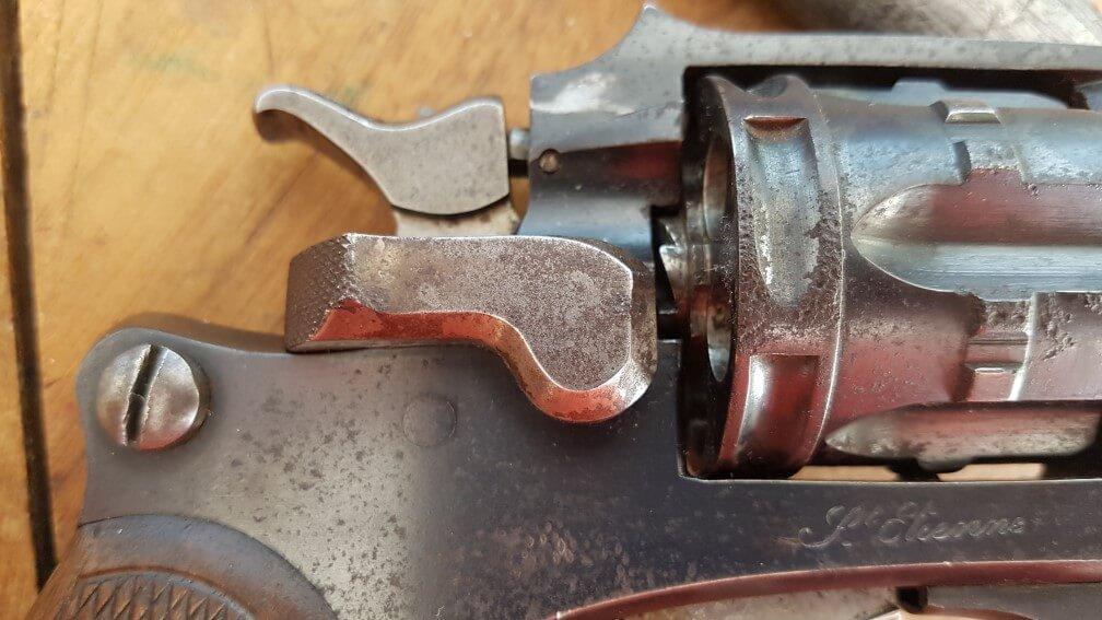 démontage Revolver modèle 1887: ouvrir la portière de chargement