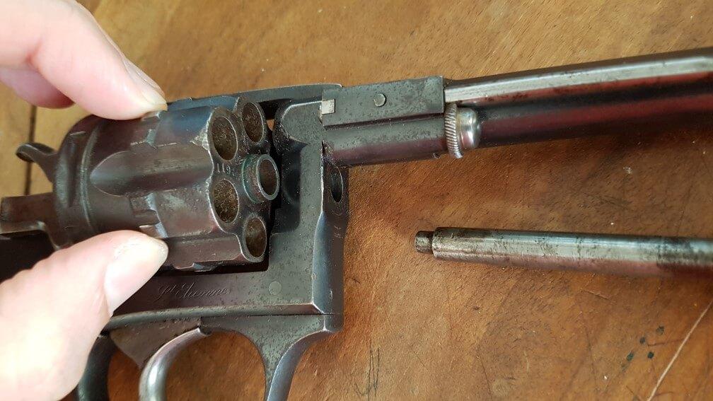 démontage Revolver modèle 1887: Récupérer le barillet, par le coté droit