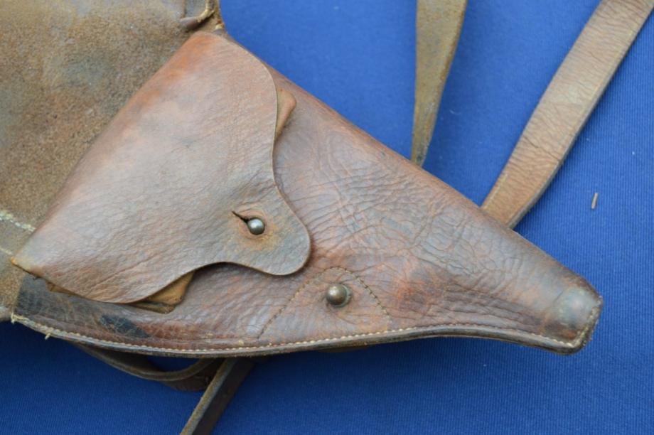 étui précoce pour revolver modèle 1873: pochette à cartouche avec 6 alvéoles
