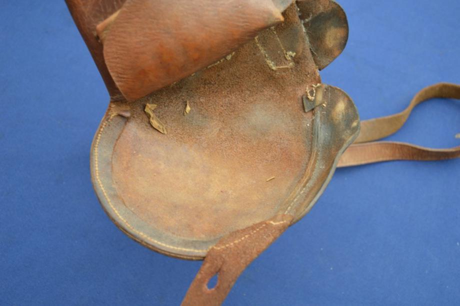 étui précoce pour revolver modèle 1873: rabat et parties cousues