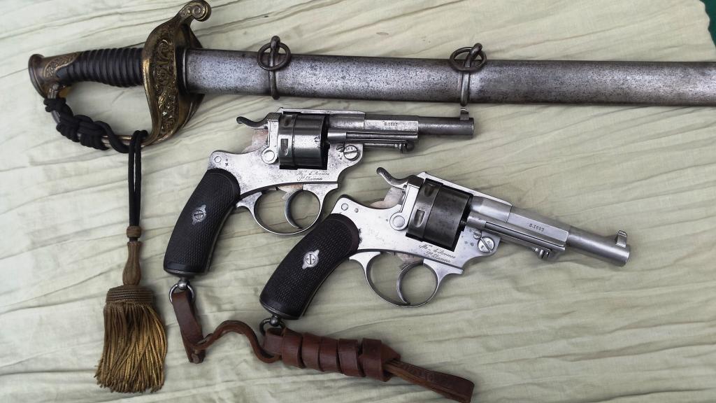 Revolvers modèles 1873 et sabre d'officier subalterne d'infanterie modèle 1845-55