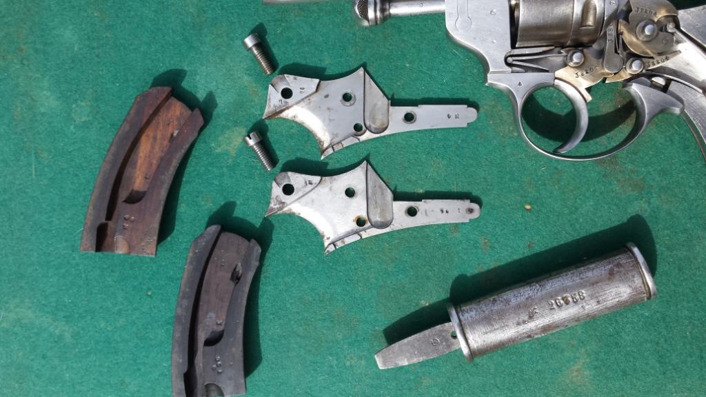 Revolvers modèles 1873: plaques de recouvrement