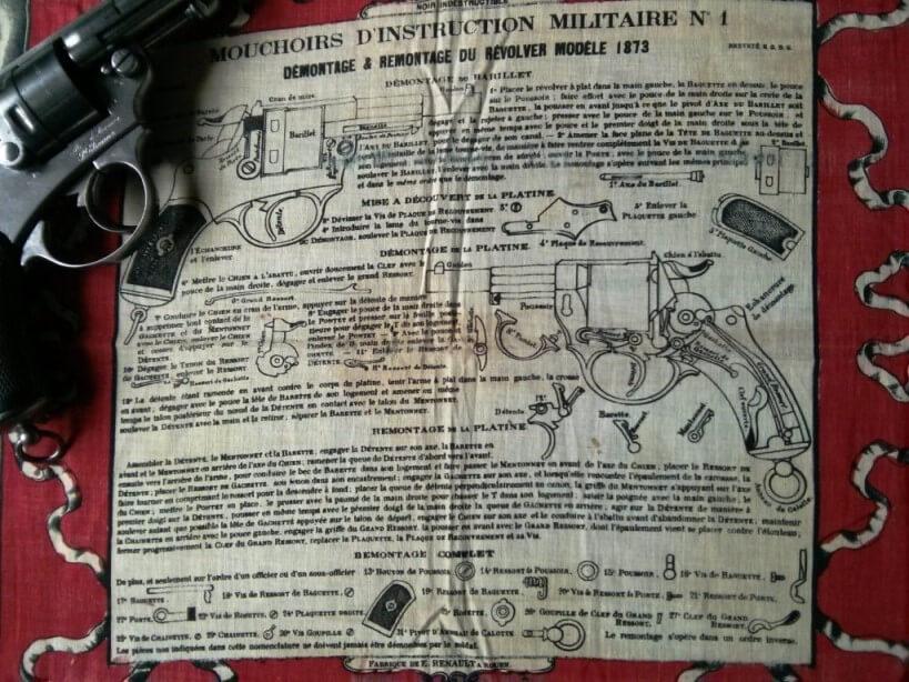 partie centrale du mouchoir d'instruction numéro 1 sur le revolver 1873