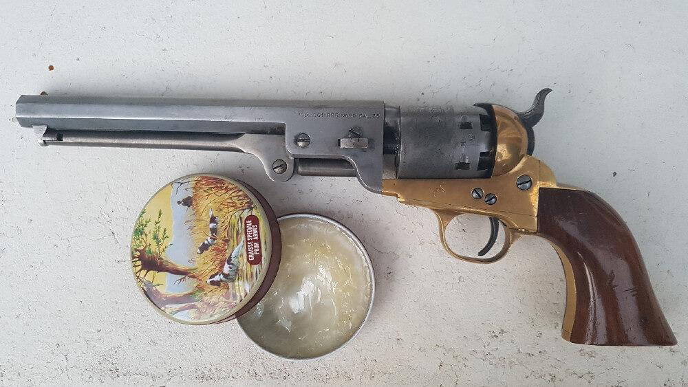 comment nettoyer une réplique Uberti de Colt après avoir tiré à la poudre noire