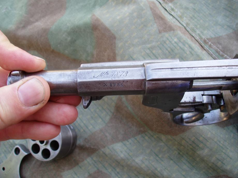 Revolver 1873 de la série X, marquages sur le canon